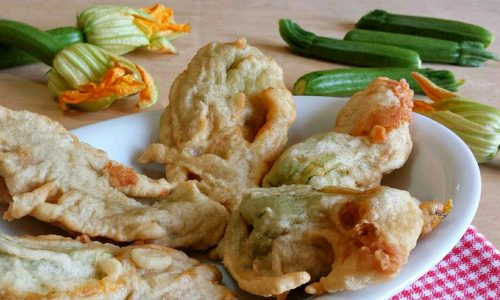 Fiori di zucca ripieni con alici e mozzarella