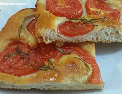 Focaccia  pomodori rossi e rosmarino