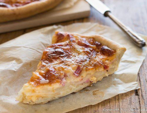 Pizza brisèe con patate mozzarella e pancetta