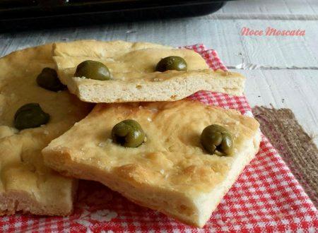 Focaccia alle olive e sale grosso