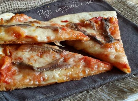 Pizza mozzarella e alici