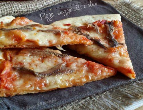 Pizza mozzarella e alici