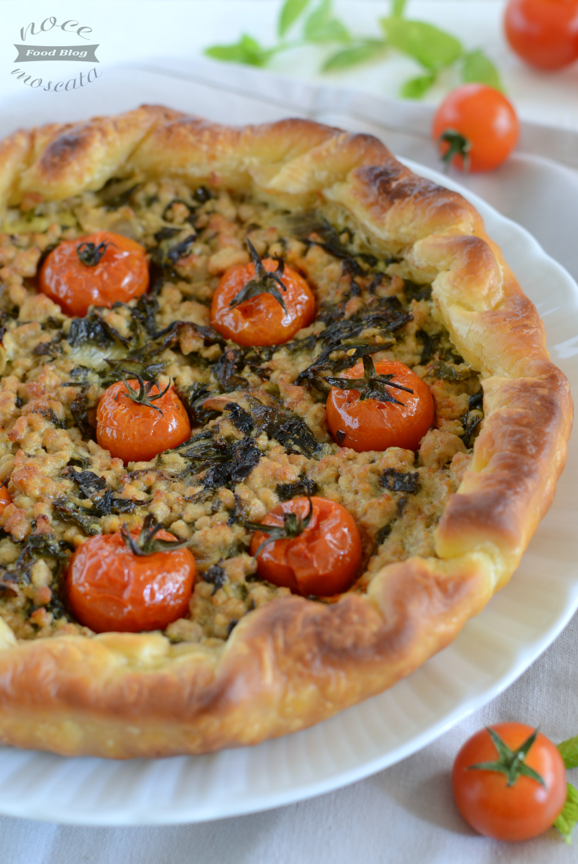 Pasticcio di carne con spinaci e pomodori