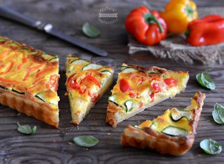 Torta rustica con peperoni e zucchine