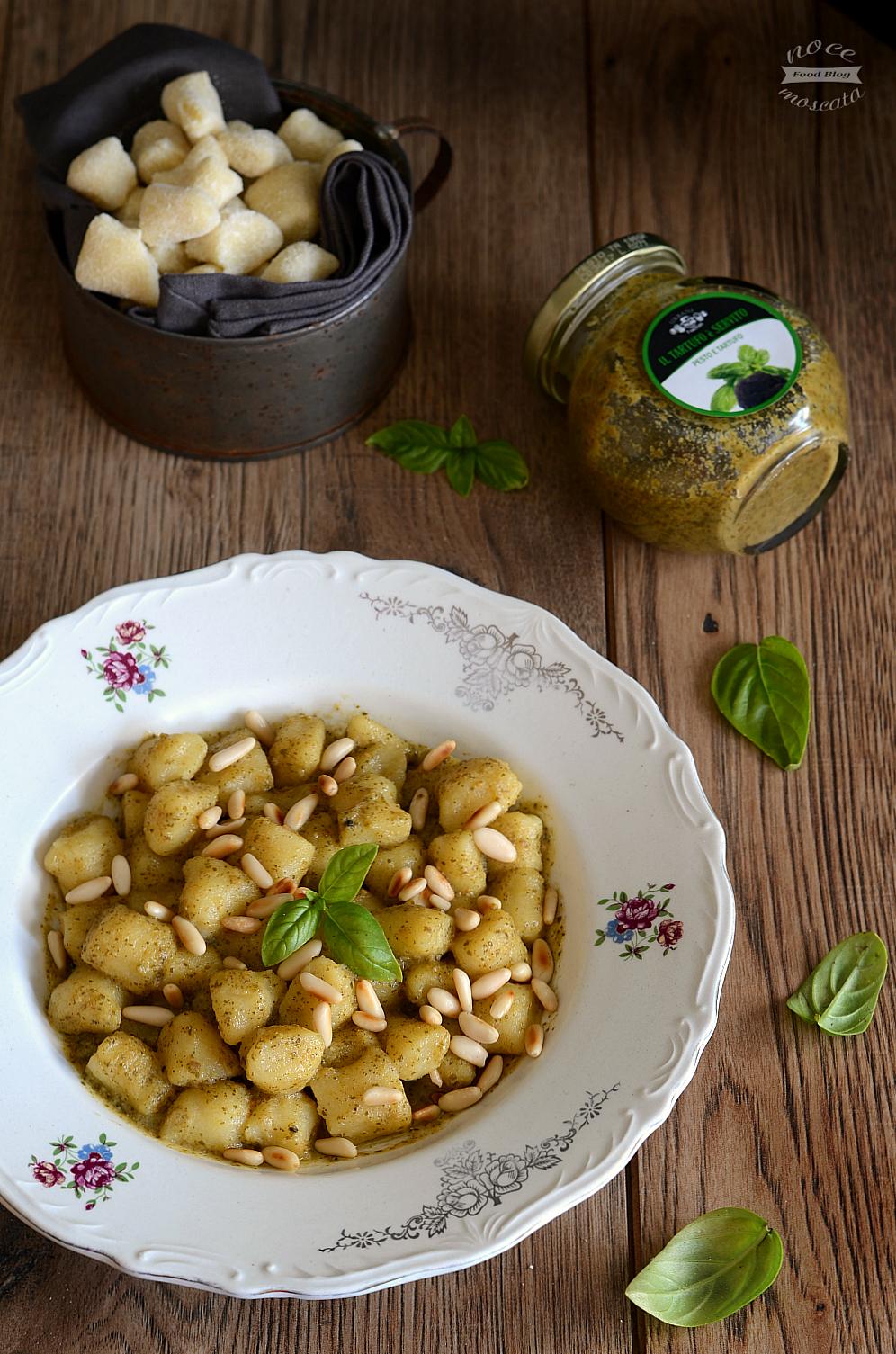 Gnocchetti di semola fatti in casa con pesto e tartufo