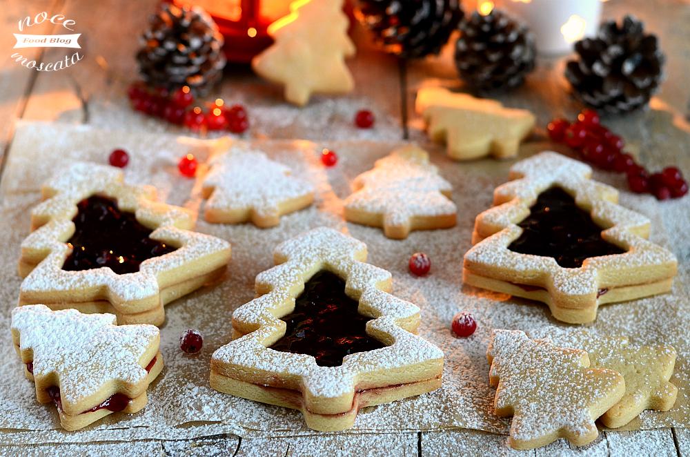 Biscotti natalizi al burro e marmellata