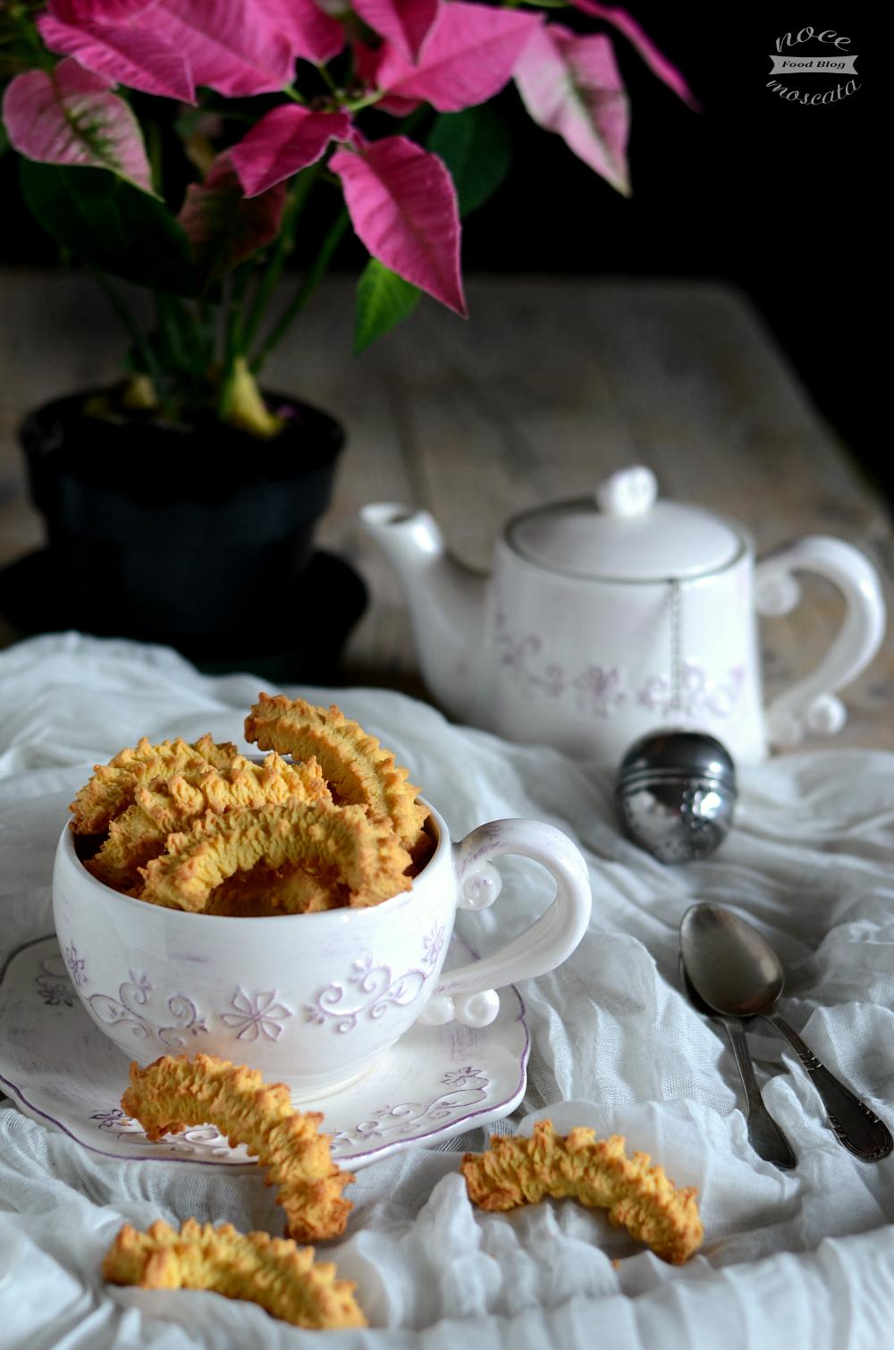 Biscotti piemontesi fatti in casa ricetta a mano e al torchio - Faretti in casa ...