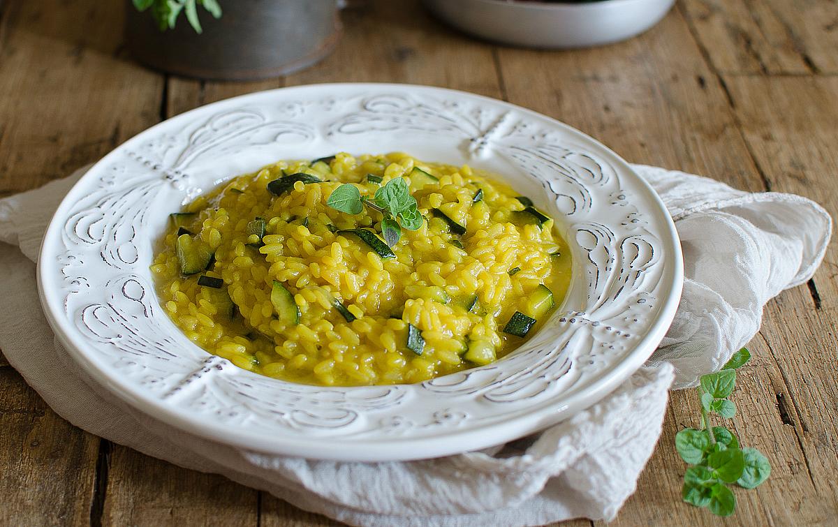 Risotto con zucchine e zafferano cremoso e gustoso for Secondi piatti romani