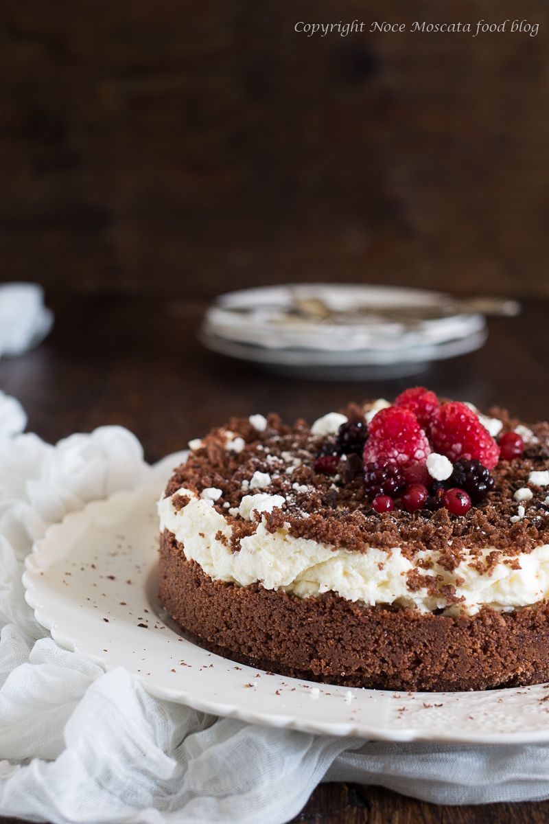 Sbriciolata al cioccolato panna e meringhe