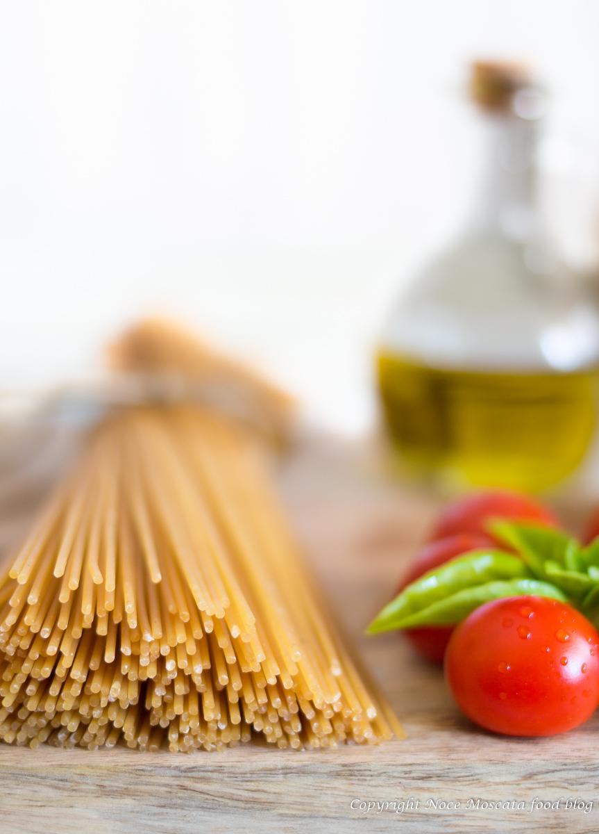 Spaghetti integrali pomodorini e capperi