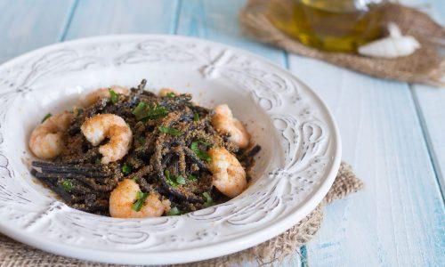 Spaghetti al nero di seppia con gamberetti e bottarga