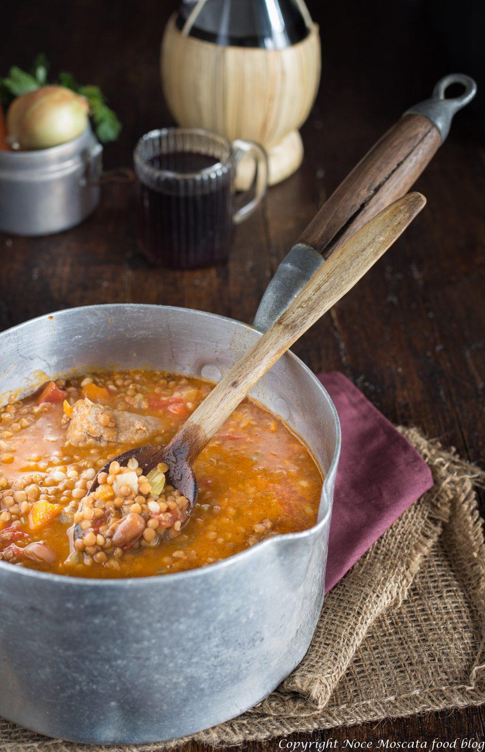 Lenticchie e fagioli in umido con salsicce e cereali