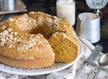 Ciambellone al cappuccino con nocciole tostate