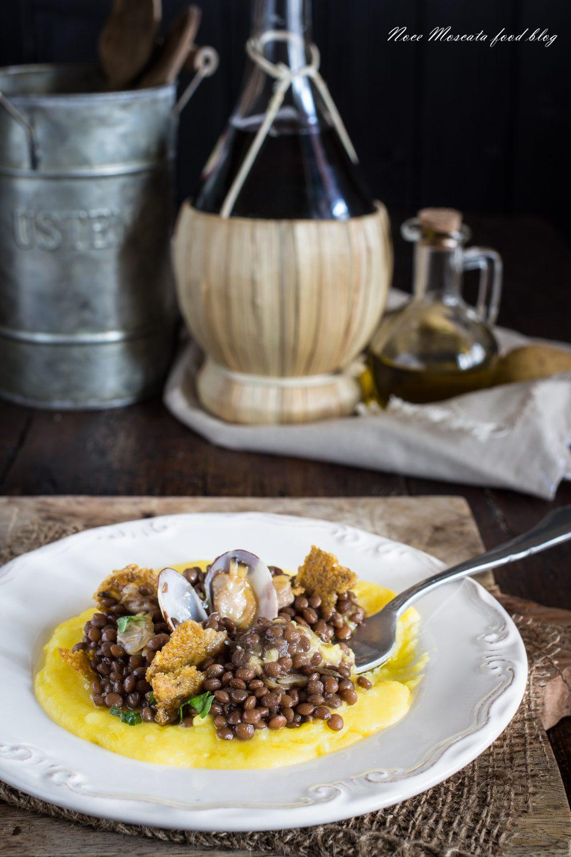 Lenticchie alle vongole, con croccante di oliva ascolana su purè di patate allo zafferano