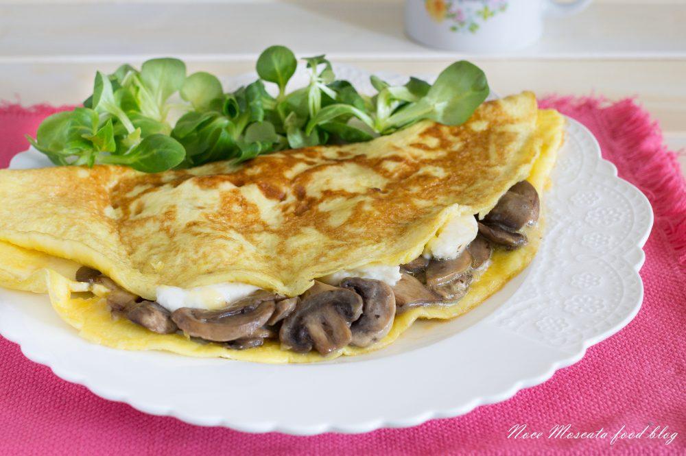 Ricetta Omelette Prosciutto E Funghi.Omelette Funghi E Mozzarella Ecco Come Prepararla