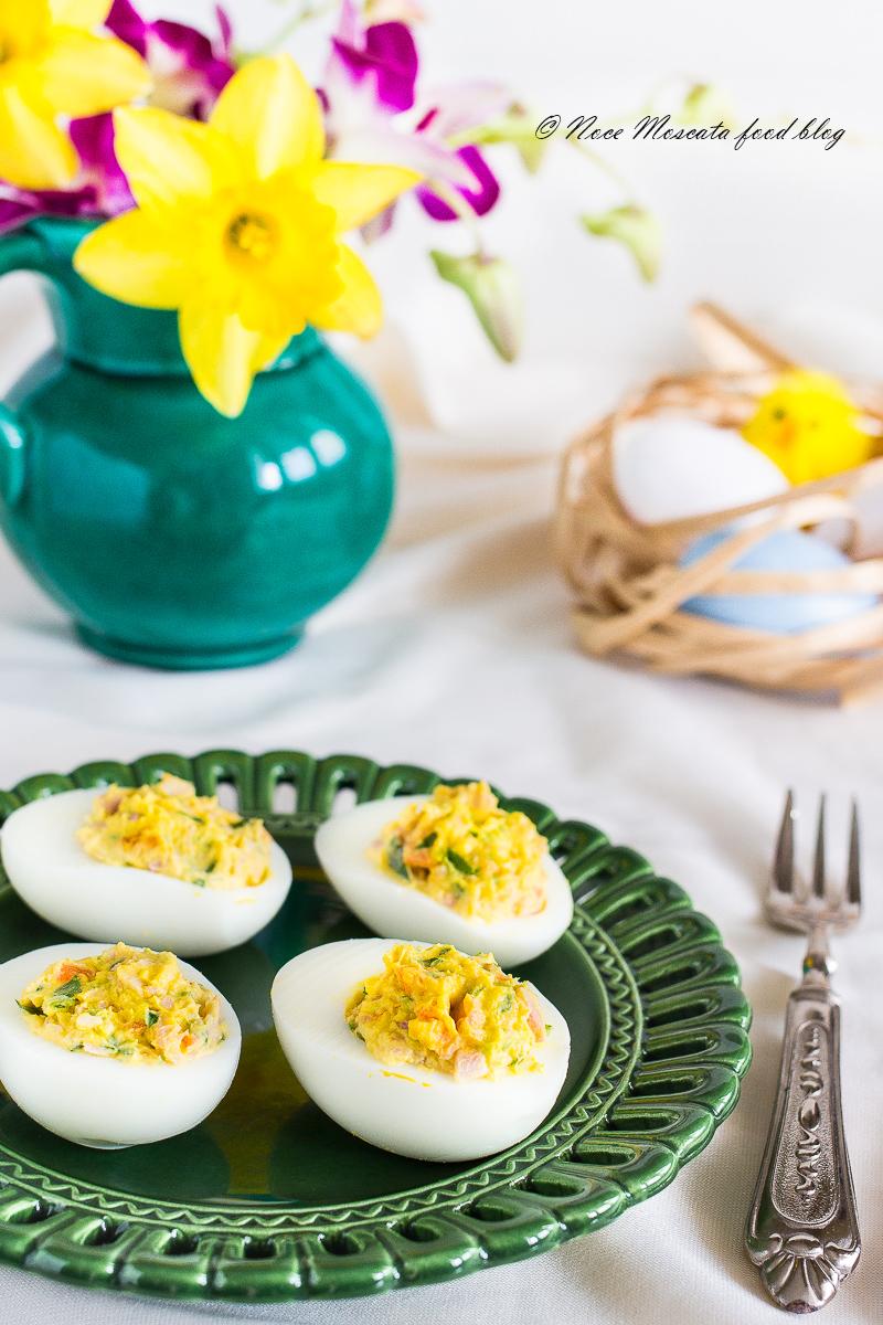 Uova sode farcite con robiola e prosciutto cotto