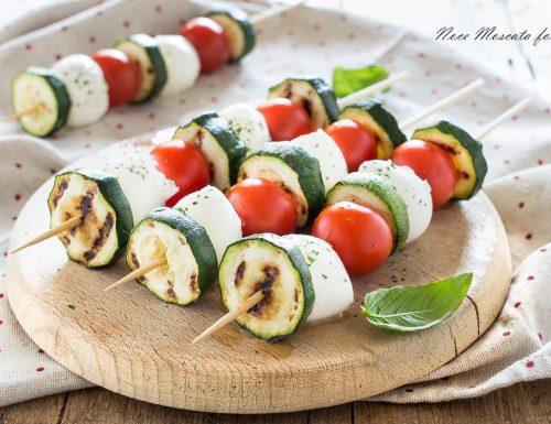 Spiedini di caprese e zucchine