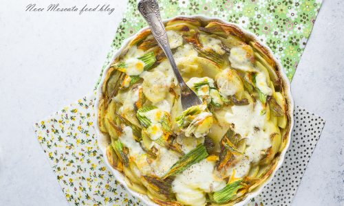 Patate al forno con fiori di zucca e mozzarella