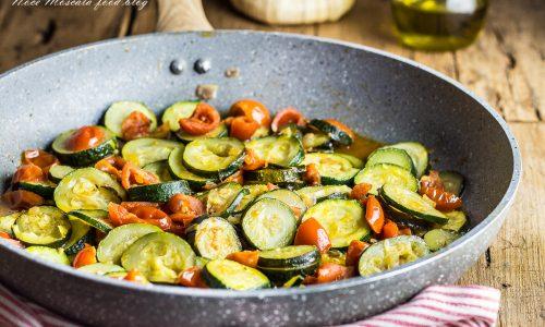 Zucchine al pomodoro in padella