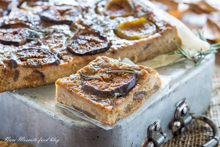 Torta dolce di pane con ricotta e fichi freschi