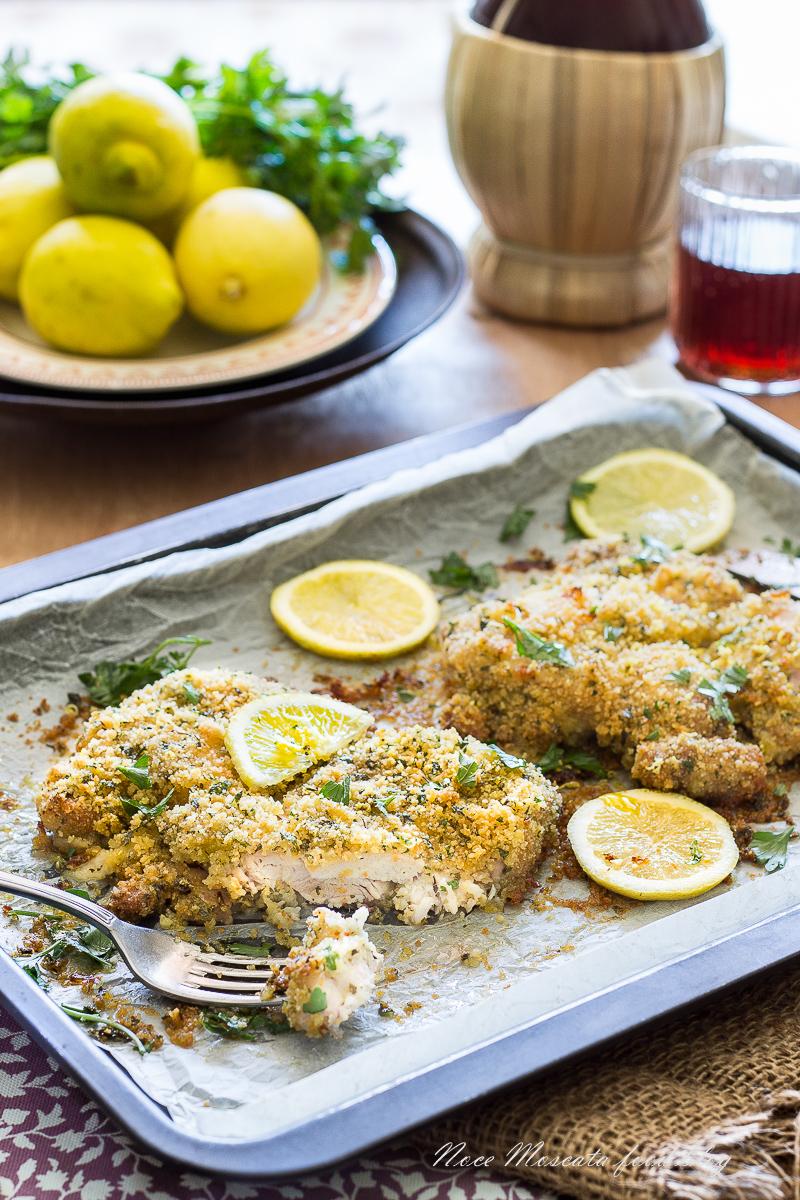 Sovracosce disossate di pollo al forno con pangrattato e limone