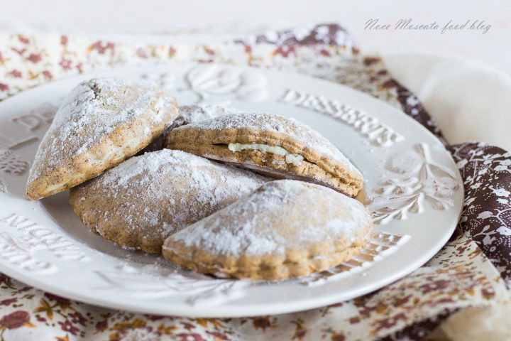 Ravioli dolci di frolla al caffè con ricotta e maraschino
