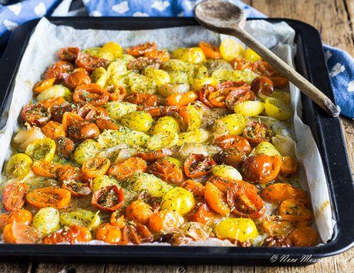 Pomodorini al forno con cipolle