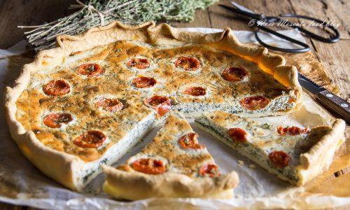 Torta salata alla robiola con agretti e pomodorini