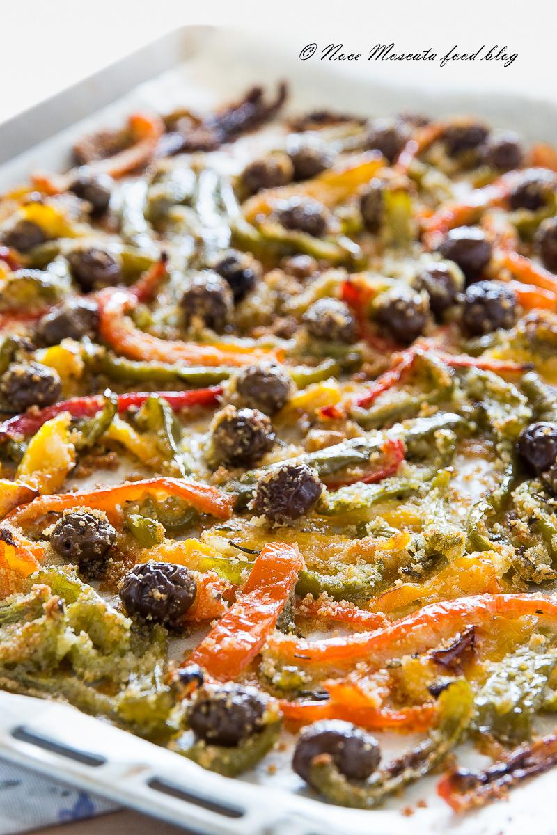 Peperoni Gratinati al Forno con Olive e Pangrattato