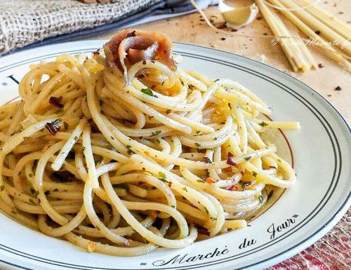 Spaghetti ajo ojo e alici alla romana