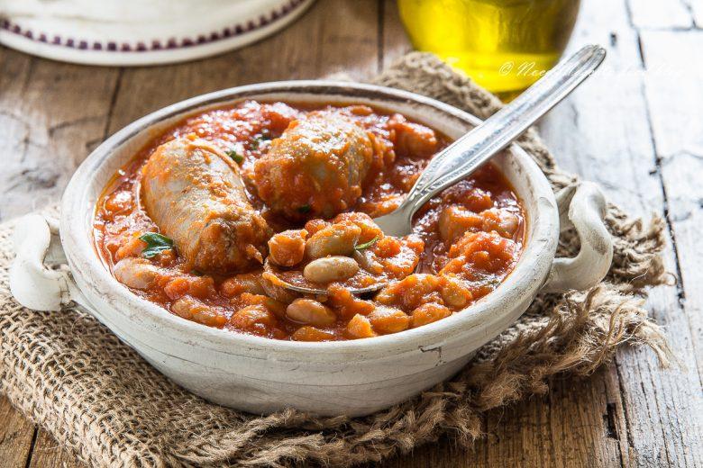 Fagioli e salsiccia in umido