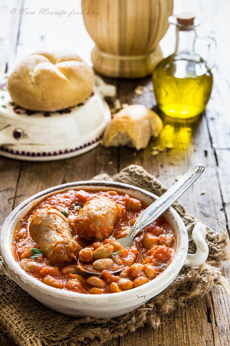 Fagioli E Salsiccia In Umido Piatto Rustico Tradizionale