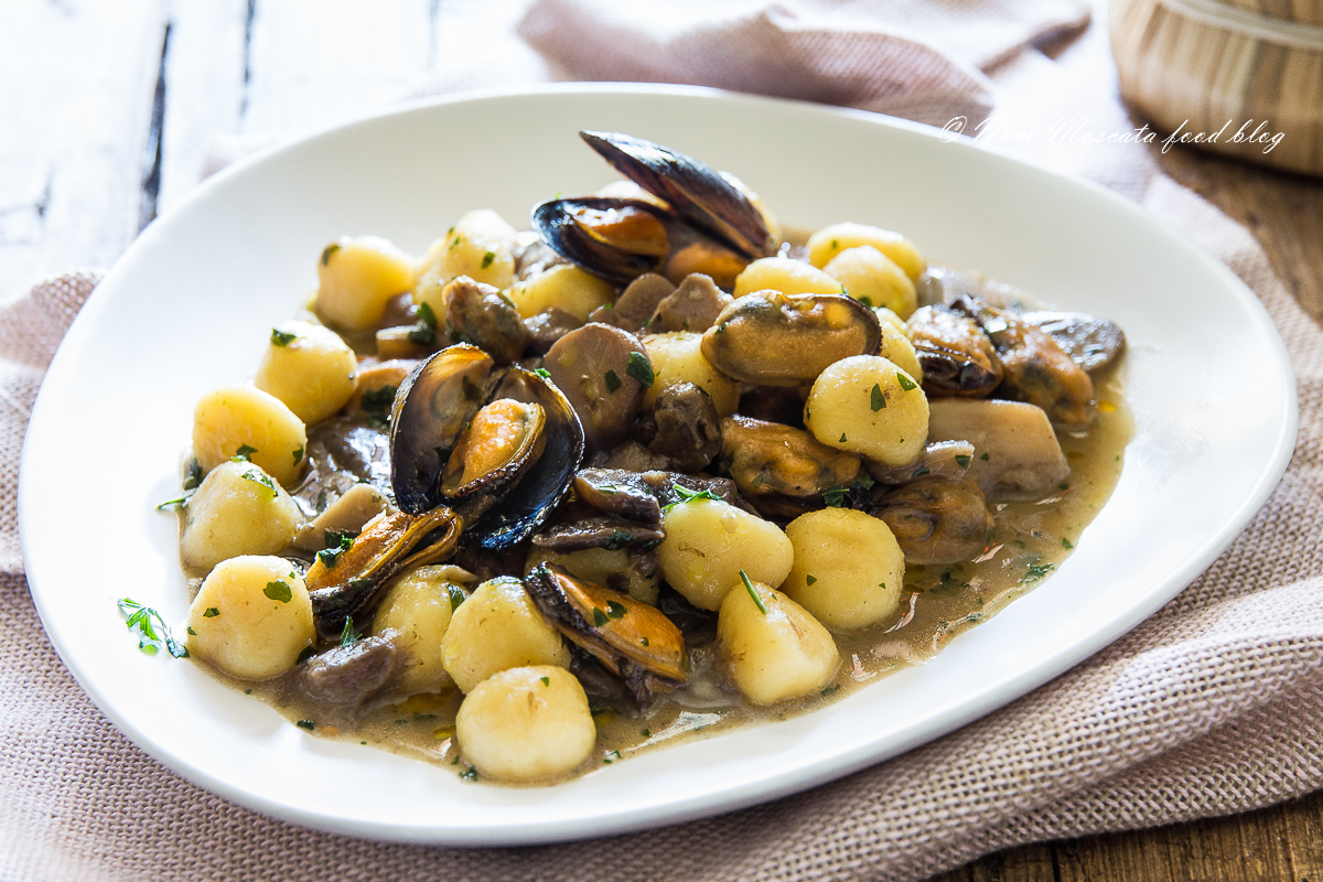 Ricetta Gnocchi Funghi E Vongole.Gnocchi Cozze E Funghi Condimento Ricco E Cremoso