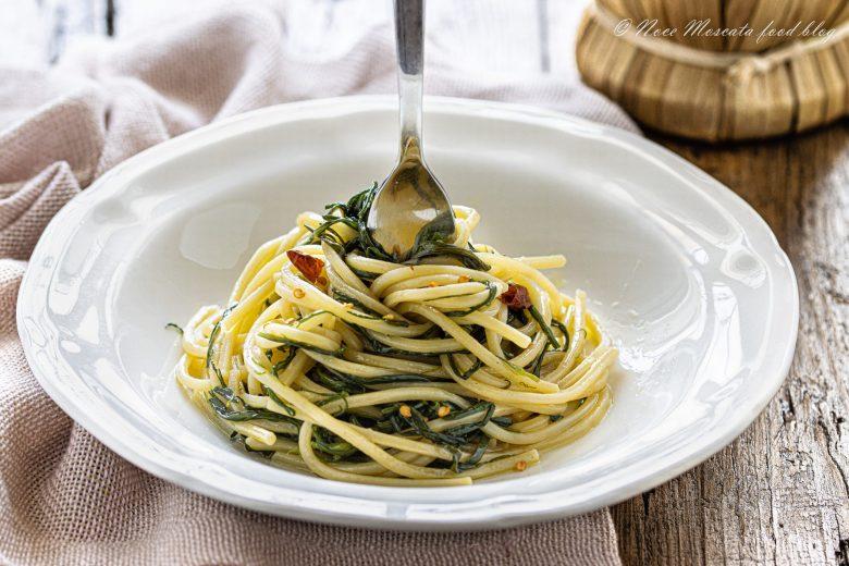 Spaghetti con agretti all'aglio olio e peperoncino