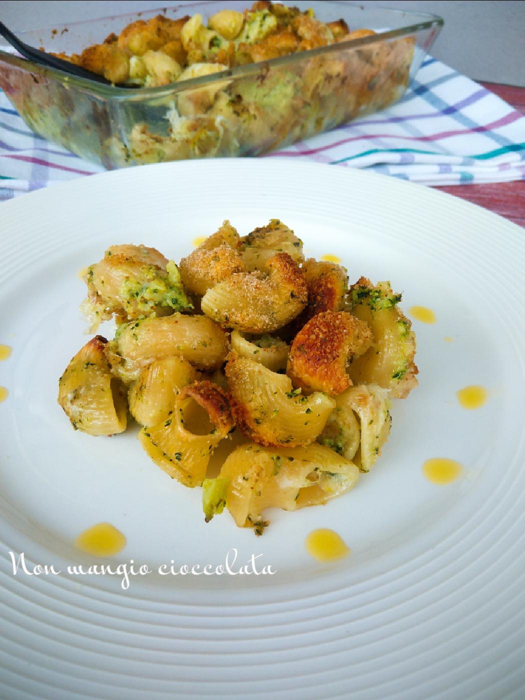 Pipe rigate al forno con broccoli e mozzarella