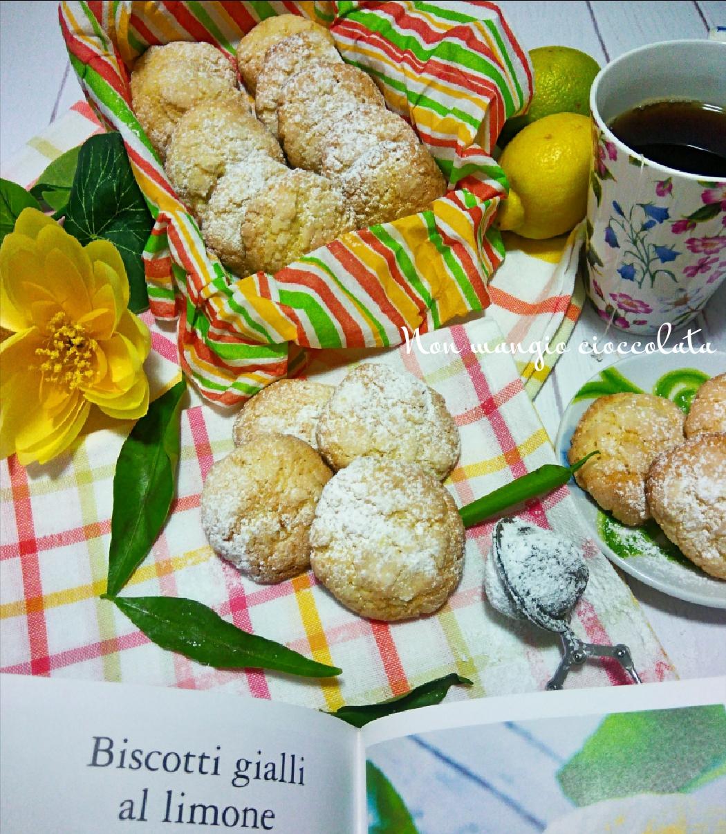 Biscotti gialli al limone