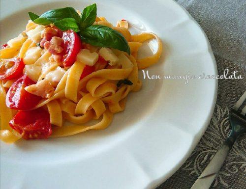 Tagliatelle con pomodorini, pancetta e caciocavallo