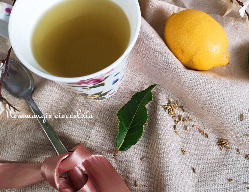 Tisana al finocchio, alloro e limone