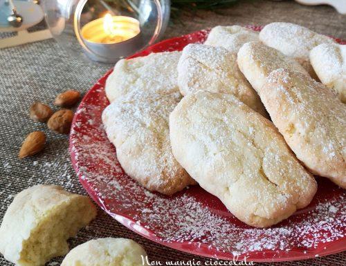 Biscotti inzupposi alle mandorle (ricetta di Natale)
