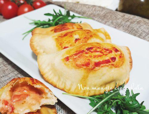 Panzerottini pomodoro e mozzarella al forno