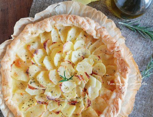 Rustico con patate, crema di ricotta e prosciutto