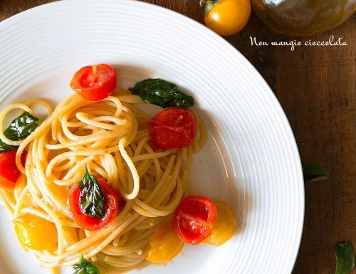 Spaghettoni con pomodorini e basilico fritto