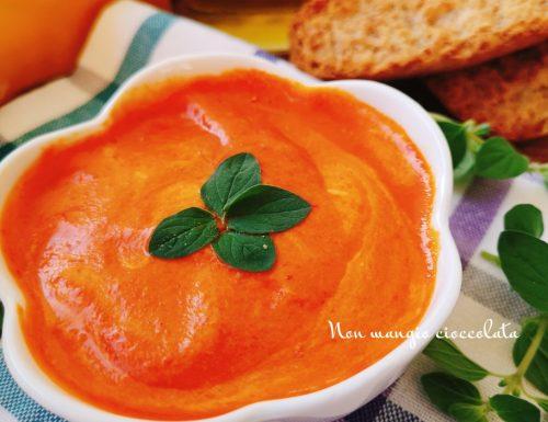 Salsa ai peperoni aromatizzata all'origano fresco