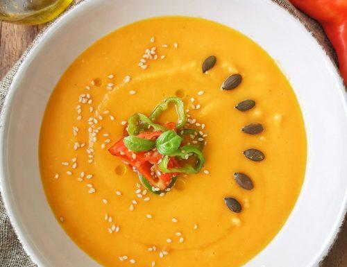 Vellutata di zucca, carote e patate con friggitelli al sesamo e semi di zucca tostati