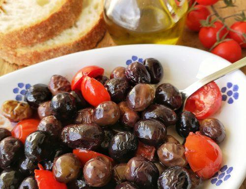 Olive nere fritte con pomodorini (ricetta pugliese)