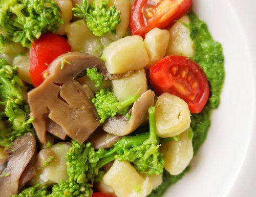 Gnocchetti di patate con crema di cime di rapa, champignon e pomodorini freschi