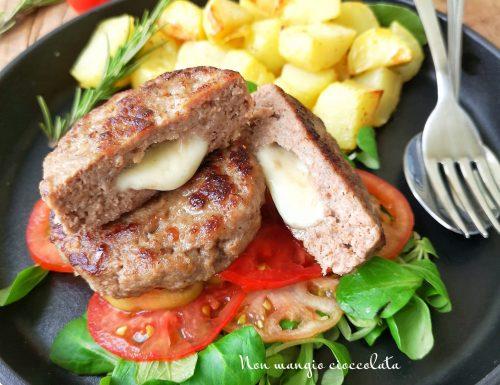 Mini hamburger alla mozzarella con patate arrosto alle erbe aromatiche