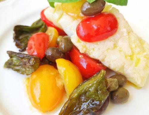Trancio di baccalà con pomodorini, olive taggiasche e friggitelli