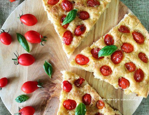 Focaccia di semola con pomodorini