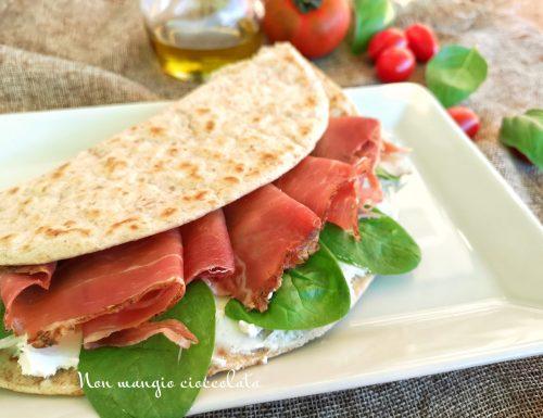 Piadina crudo spinacini e formaggio fresco
